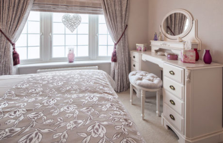 Omar Heritage Master Bedroom Holiday homes and holiday parks in Kent